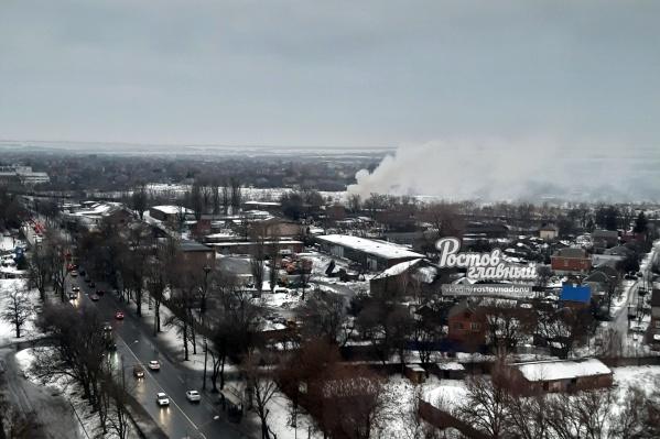 По данным МЧС, площадь пожара составила 100 квадратных метров