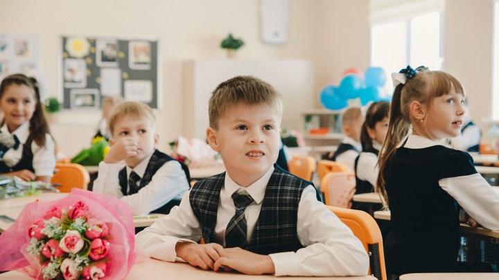 Кофе или цветы: тюменские педагоги и родители рассказывают, что думают о подарках на День учителя