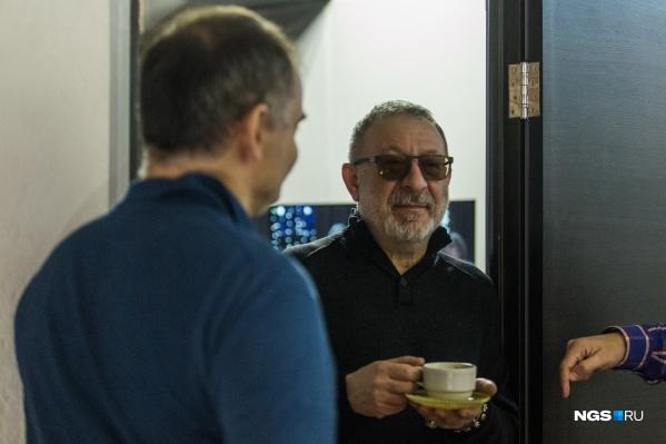 Евгений Маргулис перед выступлениями в Новосибирске заглянул в подвал компании LBL Production