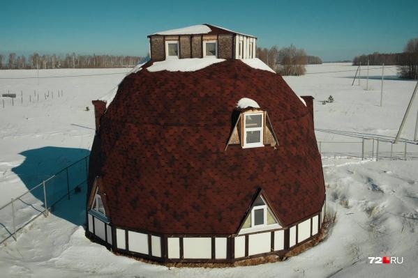 Каркас дома, обладающего высокими энергосберегающими характеристиками, собран из треугольников