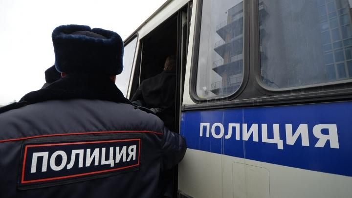 Уже второй раз за неделю: полицейские эвакуировали Новомосковский рынок
