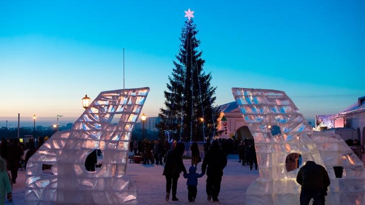 Ледяной трон, четырёхметровая надпись «Омск» и Деды Морозы: фоторепортаж из Омской крепости