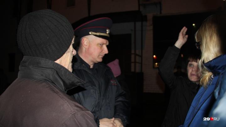 Полиция раскрыла грабежи в Цигломени, за которые к столбу привязали мужчину