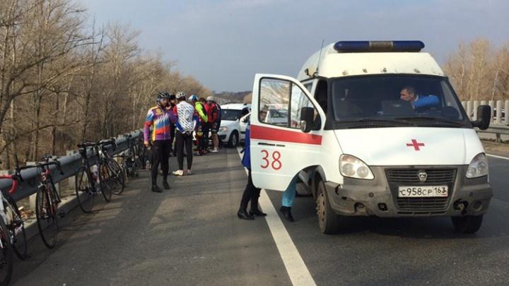«Мы повалились, как кегли!»: вСамаре на М-5 автомобилист сбил колонну из восьми велосипедистов