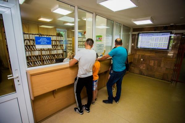 В часы, когда поликлиника закрыта, будет работать неотложный пункт — то есть вечером, ночью, а также в выходные и праздничные дни