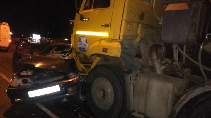 От удара вынесло на КАМАЗ: стали известны детали смертельной аварии под Самарой