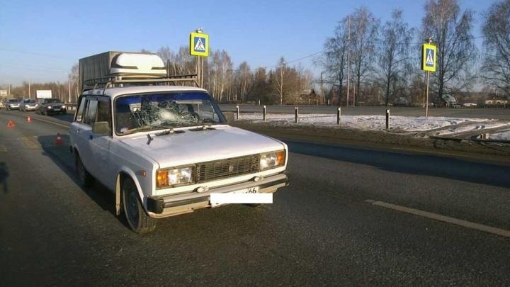 На Челябинском тракте 66-летний водитель из-за яркого солнца сбил двух женщин