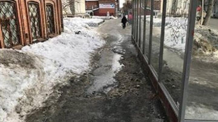 """""""Ставка на таджиков себя не оправдывает"""": общественники проверили, как убирают дороги сейчас и три года назад"""