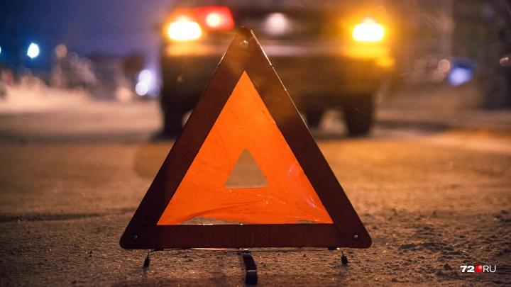 На трассе Тюмень — Ханты-Мансийск водитель SKODA Octavia сбил насмерть пенсионерку
