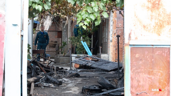 Пыталась войти в горящий дом: стали известны подробности ЧП в Шахтах, где погиб маленький ребенок