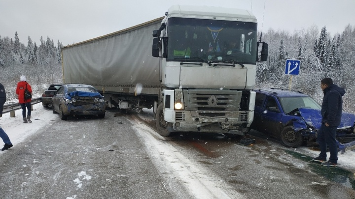 На трассе Пермь — Березники произошла массовая авария: движение перекрыто