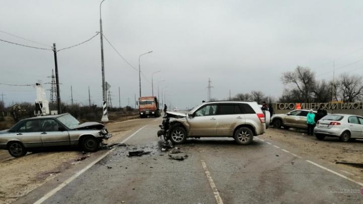 На севере Волгограда автомобилистка устроила аварию с тремя пострадавшими