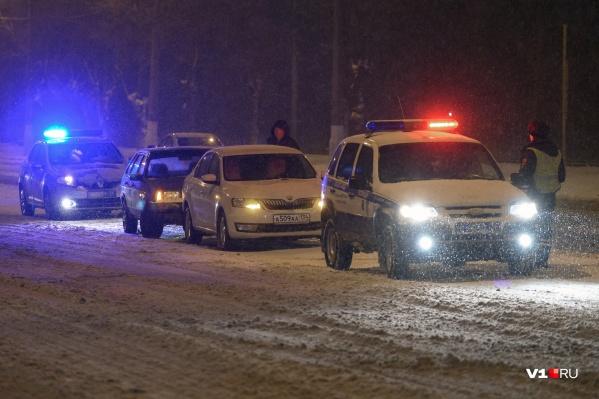 Машины на дорогах уже утрамбовывают снег, снегоуборочных машин пока не замечено