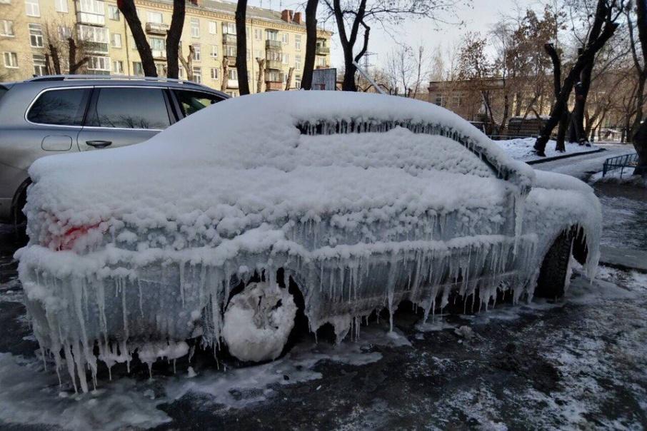 Хозяин авто, наверное, утром был очень удивлён, увидев свою машину
