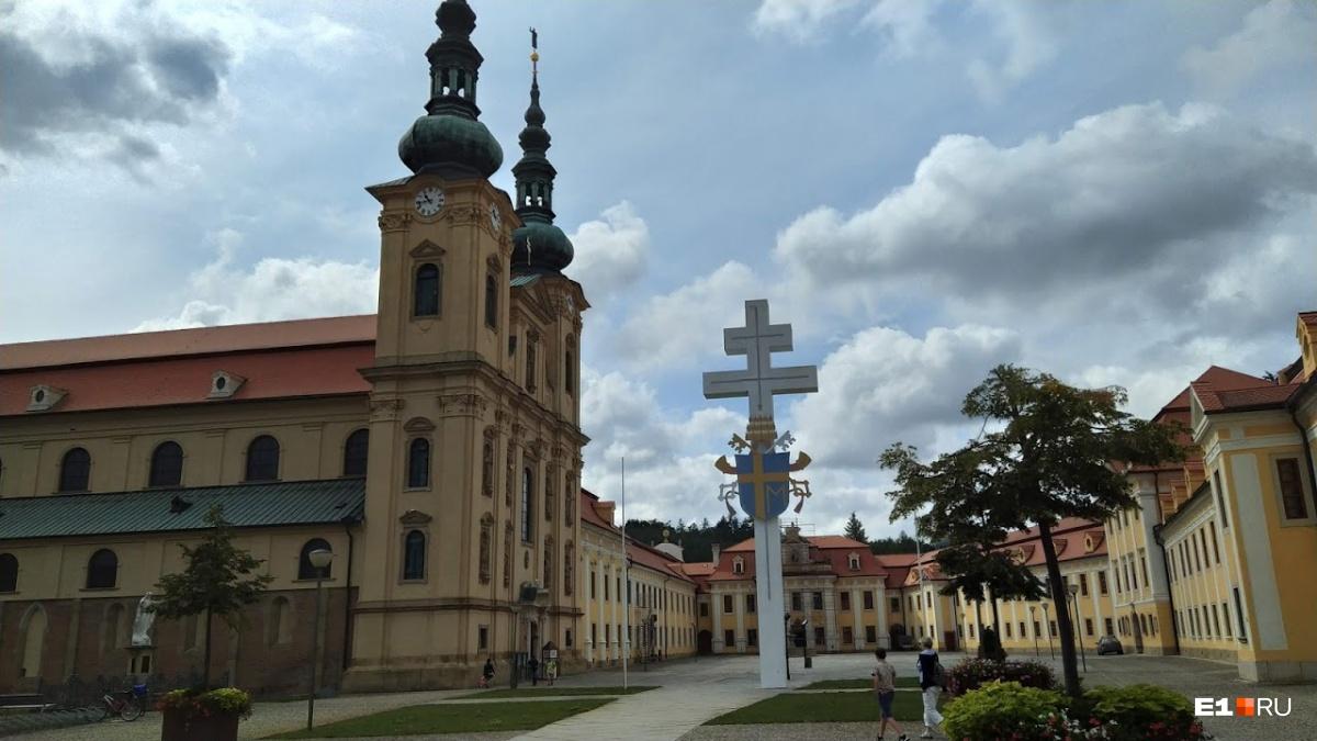 Монастырь был построен вXIII веке
