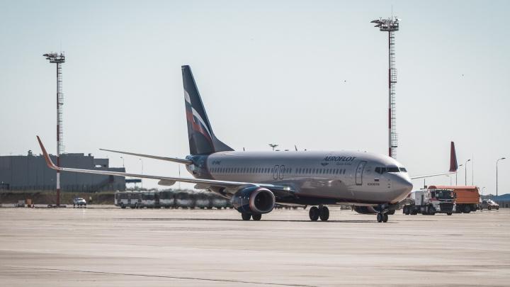 В Ростове самолет «Сухой Суперджет» экстренно затормозил при взлете