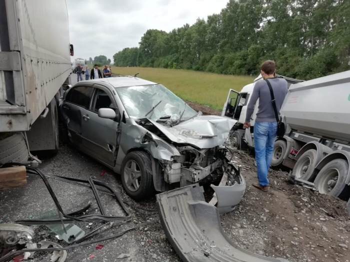 Авария случилась в 12:40 на въезде в Бийск