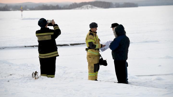 Спасатели нашли шестерых рыбаков, застрявших на машинах в лесу на Урале. Онлайн-трансляция