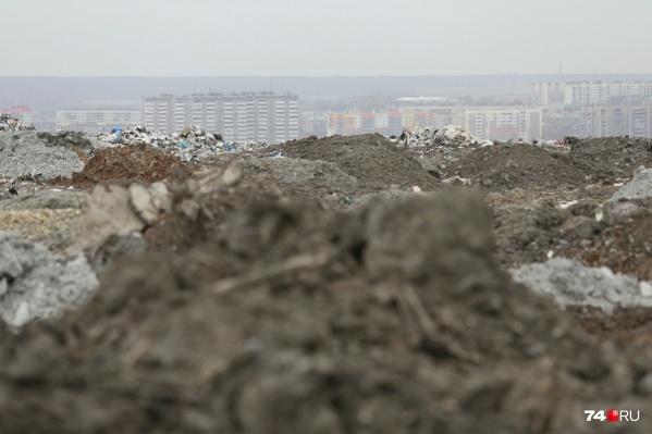 Запахи от 40-метровых мусорных гор со свалки много лет портят жизнь челябинцам