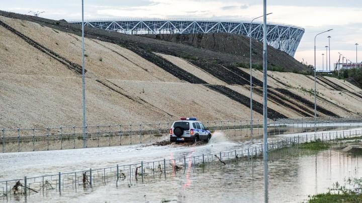 Потоки жидкой грязи со склонов стадиона «Волгоград Арена» затопили нулевую продольную