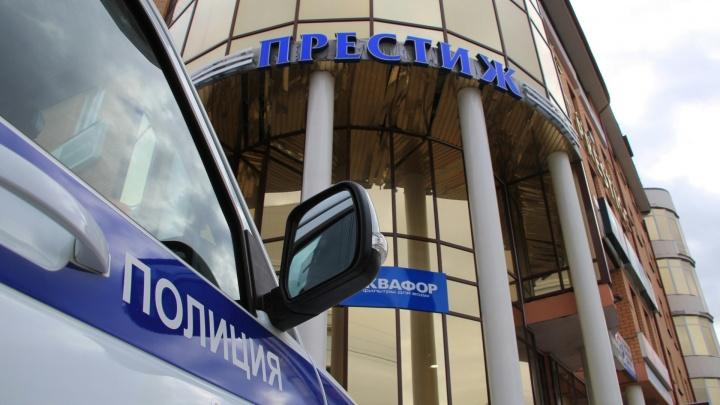 В Архангельске из-за лжеминёров эвакуировали несколько ТЦ и аэропорт