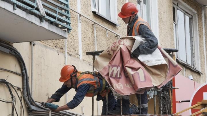 Почти 300 рекламных баннеров решено демонтировать с фасадов и крыш Красноярска
