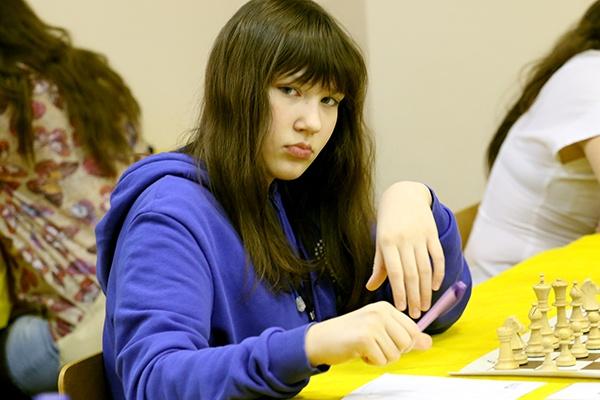 Катя Гольцева за шахматной доской