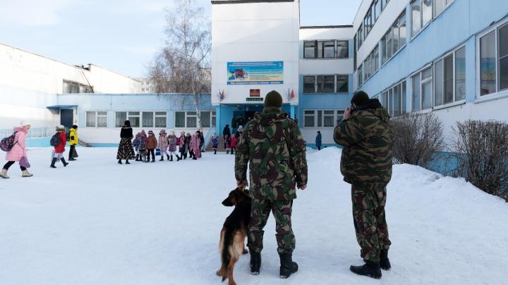 «Это издевательство над детьми!»: в Волгограде дважды эвакуировали учеников школы №49