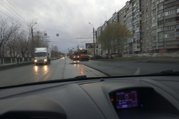 Челябинским дорожникам дождь не помеха