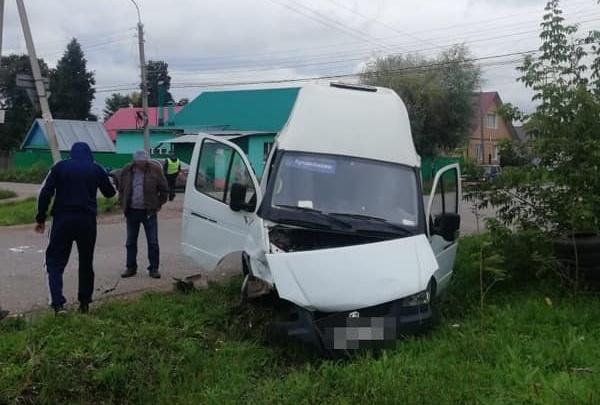 В Башкирии «Нива» протаранила автобус с пассажирами — момент попал на видео