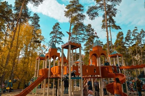 Депутаты поставили в Тимирязевском сквере копию Кремля для детских игр