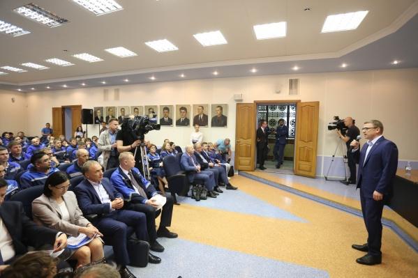 Встреча главы региона с рабочими больше похожа на пресс-конференцию