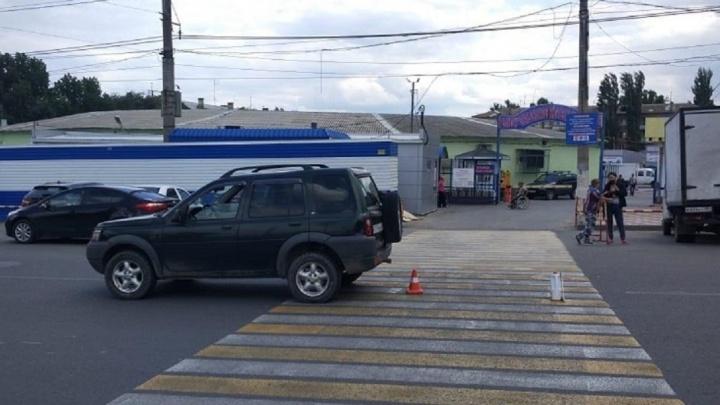 Двухлетний малыш, школьница и женщины: четверо человек попали под колеса авто в Волгограде