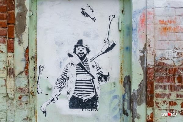 Вглядитесь внимательней — в руках клоуна не только жонглерские булавы