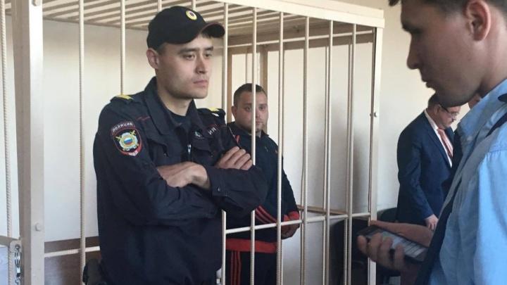 Один за всех: экс-следователя по особо важным делам, обвиняемого во взятке, отпустили домой