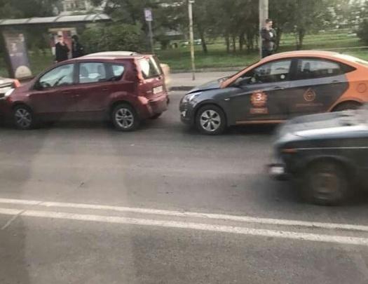 «Арендуй и разбей за 3 минуты»: водитель попал в глупую аварию на Воронова