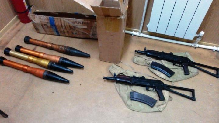На границе с Казахстаном в автобусе нашли два автомата и снаряды к РПГ-7