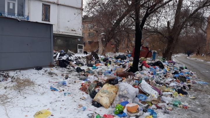 «Как в военное время»: волгоградцы продолжают замерзать и тонуть в мусоре