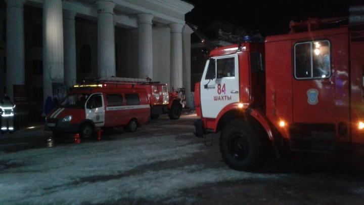 В Шахтах ночью загорелся театр. Его работа приостановлена
