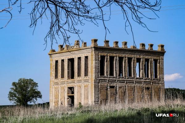 Говорят, что это было первоемонолитное здание в Уфимской губернии