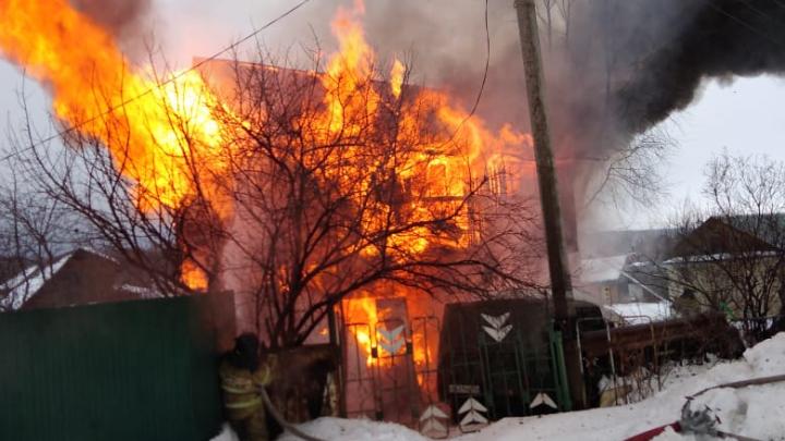 В садовом товариществе под Уфой сгорел дом, в пожаре погиб мужчина