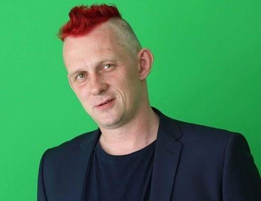 Фанат «Спартака» выкрасил волосы в красный после долгожданной победы команды
