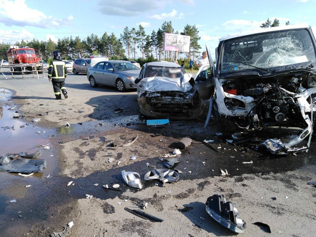 Авария произошла в тот момент, когда один из участников ДТП выворачивал со второстепенной дороги