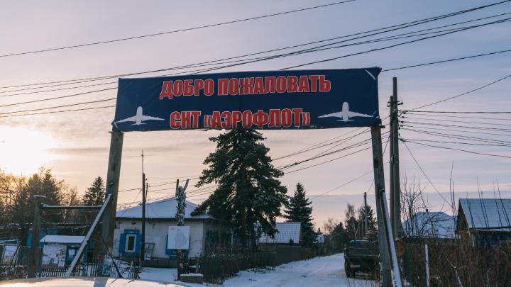 «До сих пор тёмные века»: репортаж из посёлка, где сгорело 8 домов из-за проблем с электричеством