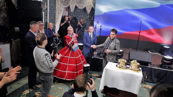 Тюменский олигарх с размахом отметил юбилей. Среди гостей — шансонье, двойник Путина и мэр Тобольска