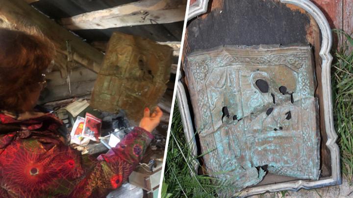 «Случайно нашёл на свалке»: икону, найденную на чердаке в Лопшеньге, дополнят киотом XIX века