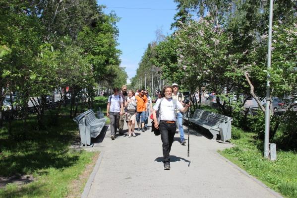 Журналисты новосибирских СМИ прогулялись по аллее Красного проспекта под присмотром полиции