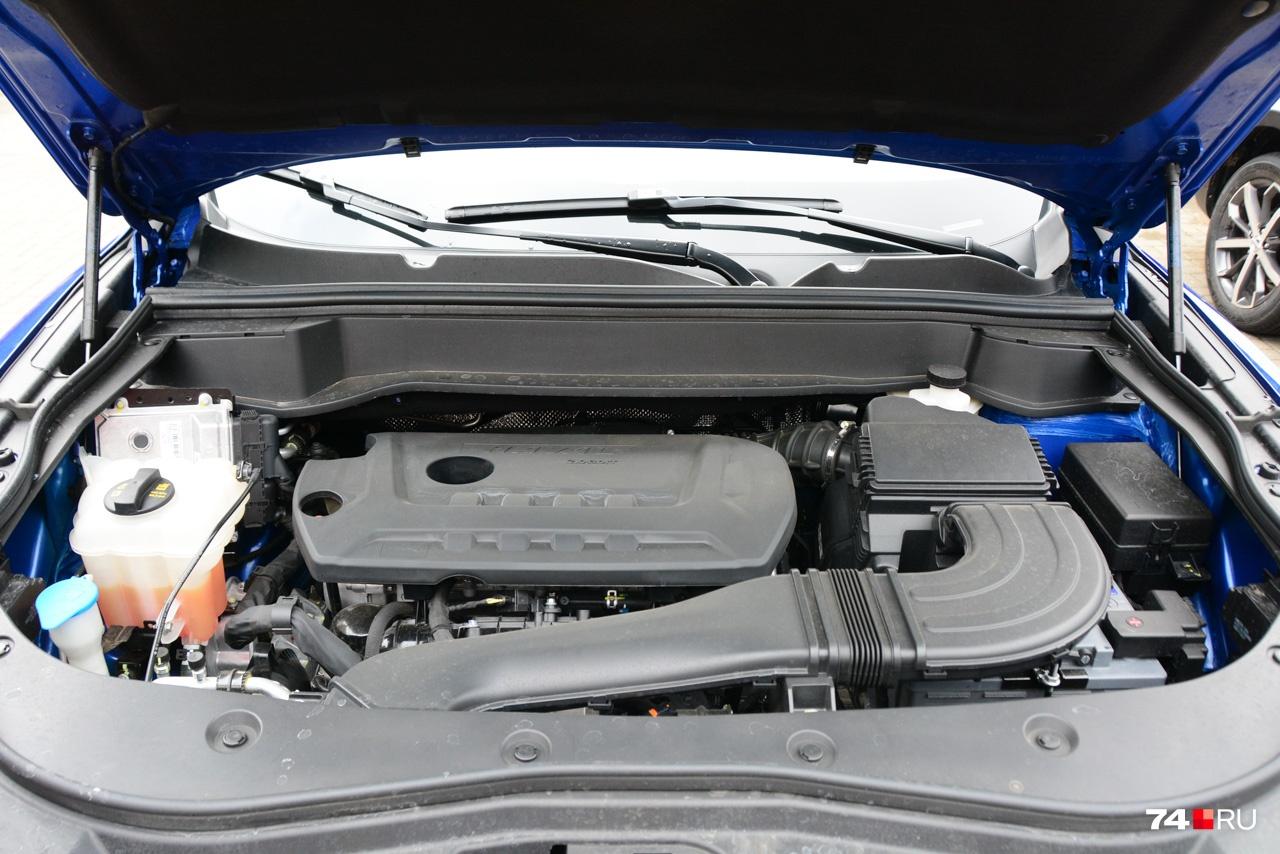 Мотора два — 1,5 л (150 л.с.) и 2 литра (190 л.с). Расход топлива, правда, не самый выдающийся: 8 л/100 км для младшего и 9 л/100 км для двухлитрового агрегата. Конкуренты пьют скромнее, особенно Mazda CX-5