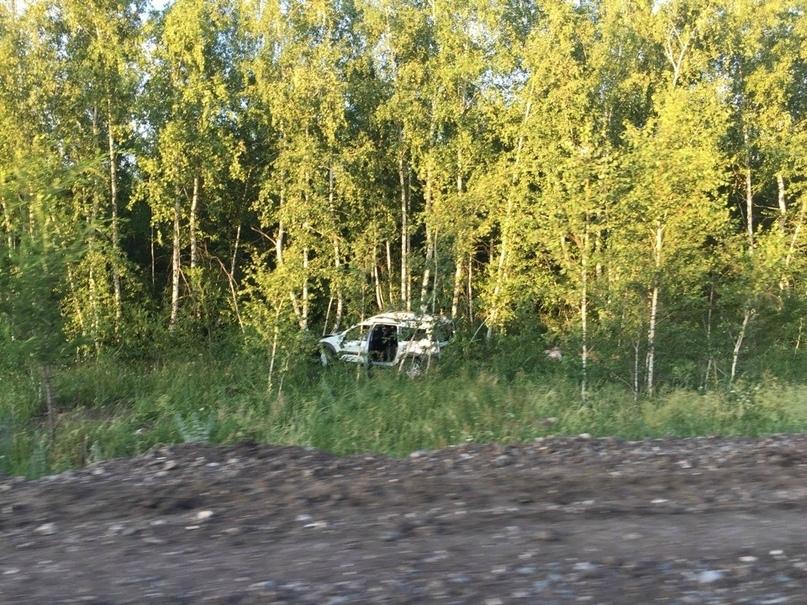 Водитель «Лады-Ларгуса» превысил скорость, перевернулся и съехал в кювет