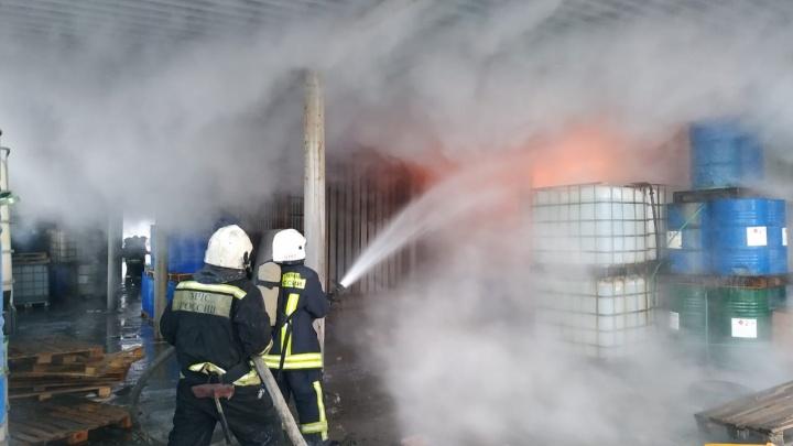На Сортировке случился большой пожар. Его тушили с поезда, воду доставляли за километр. Подробности